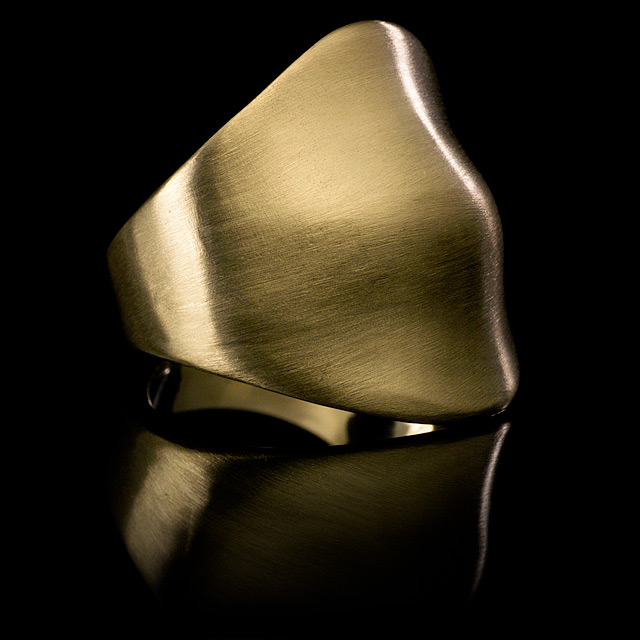 LFrank Gold Curved Bump Ring